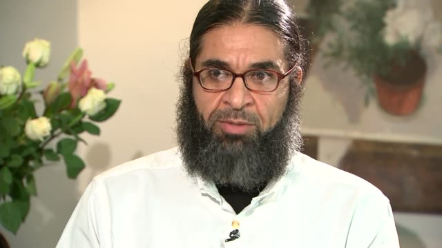 london int shaker aamer interview sot i was like you know i'm alright now because these are americans at least i can talk to them they're not going... - shaker aamer stock videos & royalty-free footage