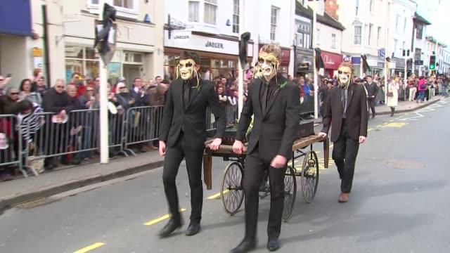 stratforduponavon procession england warwickshire stratforduponavon ext ***music heard sot low angle shot bust of shakespeare / crowds behind... - william shakespeare stock videos & royalty-free footage