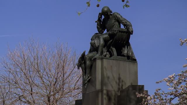 la shakespeare memorial statue / philadelphia, pennsylvania, united states - logan circle stock videos and b-roll footage