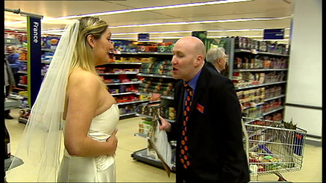 Shakespeare performance in London supermarket ENGLAND London Lee Green Sainsbury's Supermarket INT Shoppers at supermarket checkout tills in...