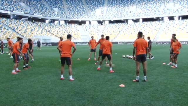 Shakhtar Donetsk players take part in a training session led by head coach Paulo Fonseca in Lviv Ukraine on August 24 2016 Ukraine's Shakhtar Donetsk...