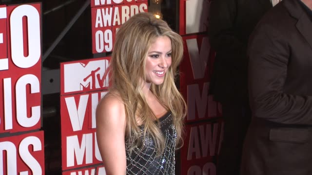 shakira at the 2009 mtv video music awards at new york ny - shakira stock videos and b-roll footage