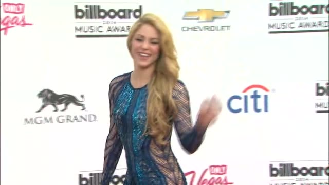 shakira at the 2014 billboard music awards arrivals at the mgm grand garden arena on may 18 2014 in las vegas nevada - shakira stock videos & royalty-free footage
