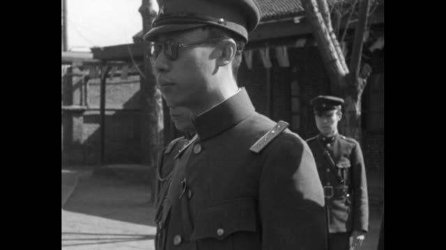 [shaky video throughout] vs side shots henry pu yi standing in military uniform; soldiers in winter attire / vs pu yi's motorcade leaves the palace... - manchuria stock videos & royalty-free footage