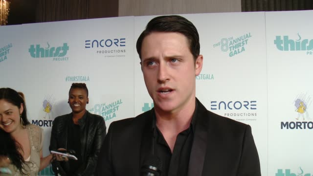 vídeos de stock e filmes b-roll de shane harper on being here tonight at the thirst project's 8th annual thirst gala at the beverly hilton hotel on april 18, 2017 in beverly hills,... - the beverly hilton hotel