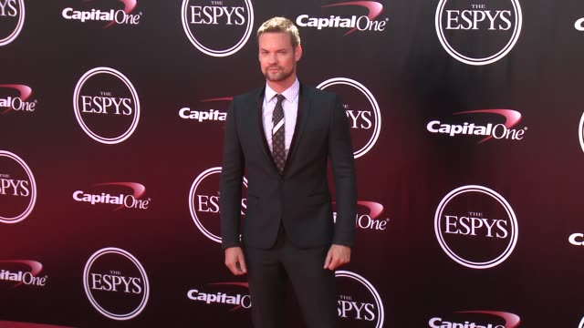 vídeos de stock, filmes e b-roll de shane west at the 2016 espy awards at microsoft theater on july 13 2016 in los angeles california - microsoft theater los angeles