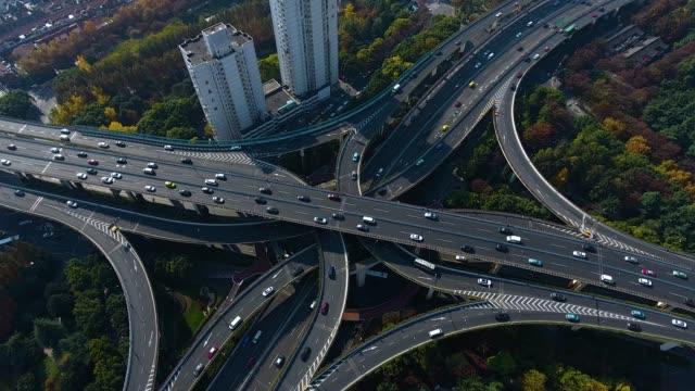 vídeos y material grabado en eventos de stock de salida de la autopista aérea shanghai - aparcar
