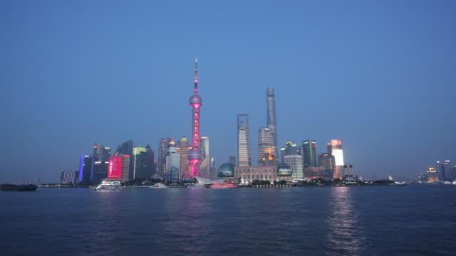 vidéos et rushes de ws tl shanghai city day to night time-lapse - shanghai