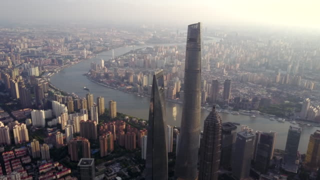 stockvideo's en b-roll-footage met shanghai financial district at sunset - groothoek