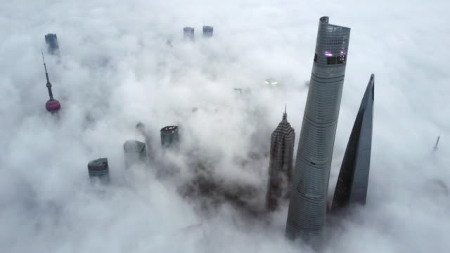 vidéos et rushes de shanghai financial district in fog - 30 secondes et plus