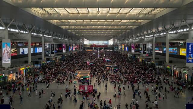vidéos et rushes de shanghai hongqiao railroad station at dawn - quai de gare