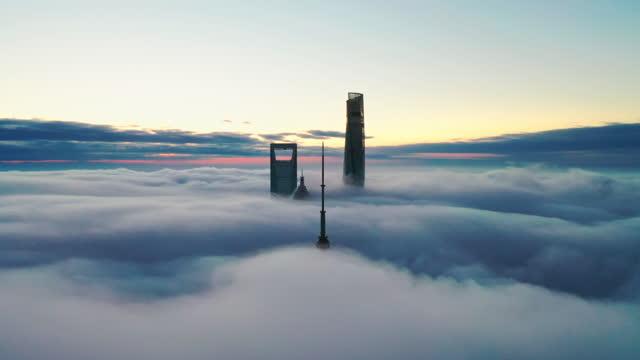 vídeos de stock e filmes b-roll de shanghai in clouds - lugar famoso internacional