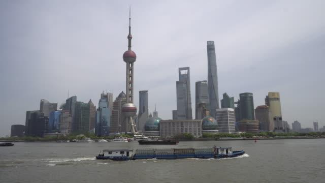im bewölkten tag shanghai - klammer stock-videos und b-roll-filmmaterial