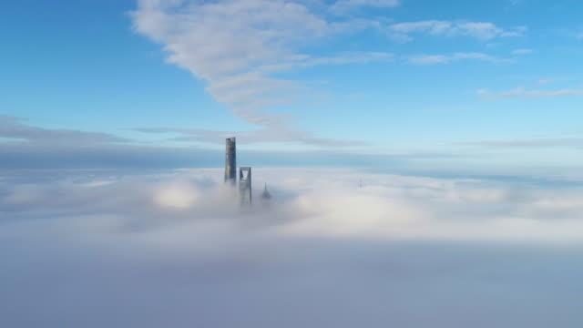 vidéos et rushes de shanghai lujiazui financial district in cloud - espace texte