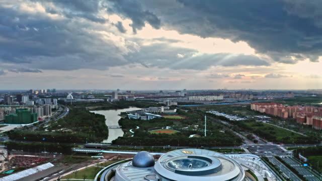 vídeos de stock e filmes b-roll de shanghai planetarium at dusk - agrafo