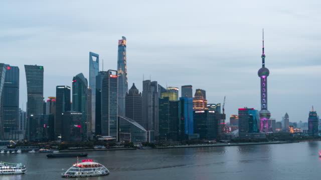 T/L Pfanne Shanghai Skyline von Tag zu Nacht