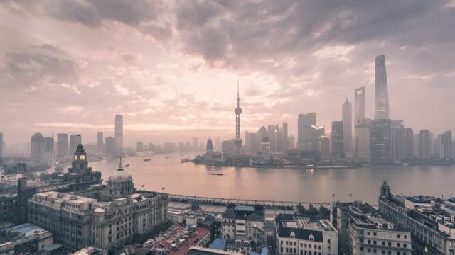 shanghai skyline bei sonnenaufgang - panorama stock-videos und b-roll-filmmaterial