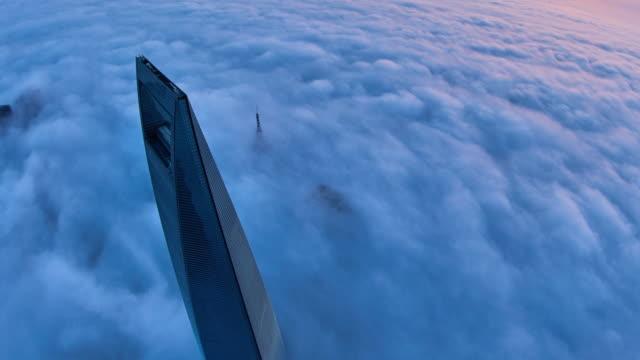 stockvideo's en b-roll-footage met 4k: shanghai wolkenkrabber aan stratosfeer cloud, china - bovenste deel