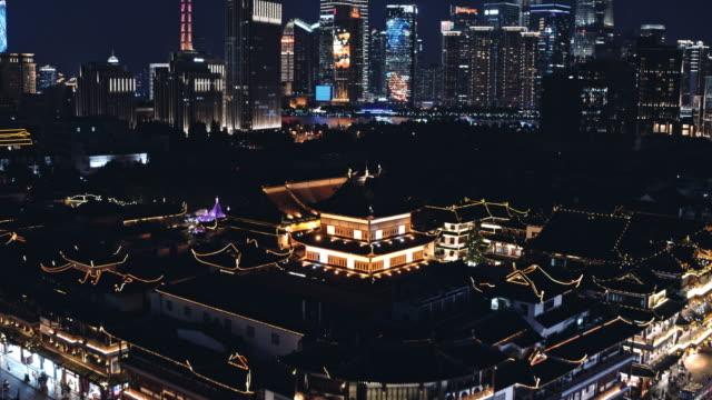shanghai yu yuan garden at dusk - temple building stock videos & royalty-free footage