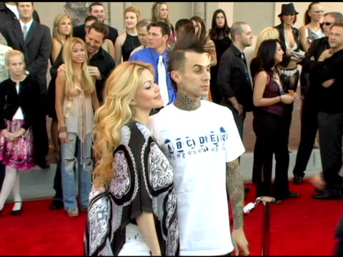 stockvideo's en b-roll-footage met shanna moakler reed and travis barker at the 2005 american music awards arrivals at the shrine auditorium in los angeles california on november 22... - travis barker