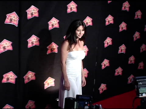 shannen doherty at the 3rd annual 'night with the friends of el faro' benefit hosted by molly sims on may 13, 2005. - molly sims stock videos & royalty-free footage