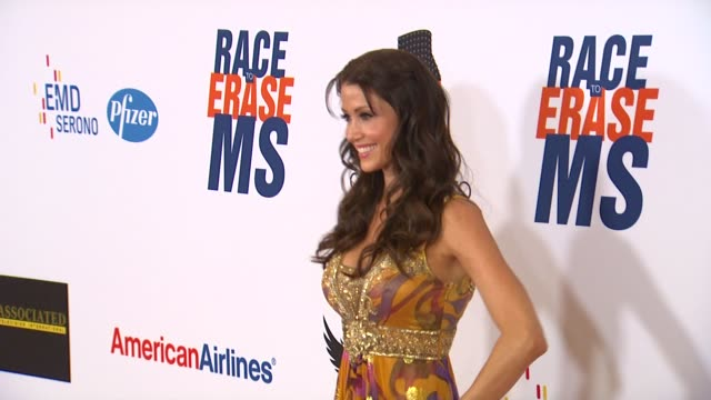 stockvideo's en b-roll-footage met shannon elizabeth at 19th annual race to erase ms glam rock to erase ms on 5/18/12 in los angeles ca - shannon elizabeth