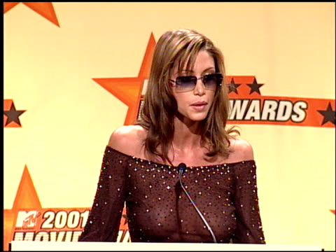 stockvideo's en b-roll-footage met shannon elizabeth at the 2001 mtv movie awards press room at the shrine auditorium in los angeles california on june 2 2001 - shannon elizabeth