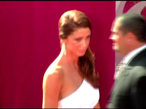 stockvideo's en b-roll-footage met shannon elizabeth at the 2005 emmy awards at the shrine auditorium in los angeles california on september 18 2005 - shannon elizabeth