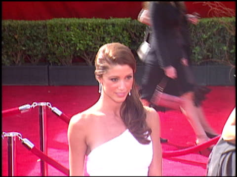 stockvideo's en b-roll-footage met shannon elizabeth at the 2005 emmy awards entrances at the shrine auditorium in los angeles california on september 18 2005 - shannon elizabeth