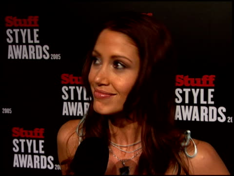 stockvideo's en b-roll-footage met shannon elizabeth at the 2005 stuff style awards arrivals at the roosevelt hotel in hollywood california on september 7 2005 - shannon elizabeth