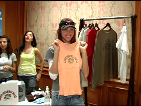 stockvideo's en b-roll-footage met shannon elizabeth at the 2nd annual lucky/cargo club celebration of upfront week on may 18 2005 - shannon elizabeth
