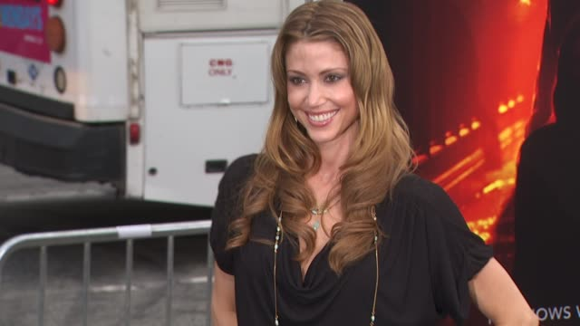 stockvideo's en b-roll-footage met shannon elizabeth at the 'a nightmare on elm street' premiere at hollywood ca - shannon elizabeth