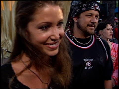vídeos de stock e filmes b-roll de shannon elizabeth at the 'austin powers in goldmember' premiere at universal amphitheatre in universal city, california on july 22, 2002. - universal city