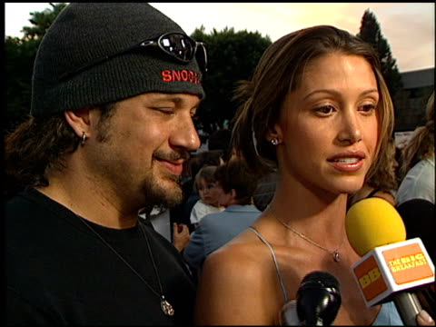stockvideo's en b-roll-footage met shannon elizabeth at the 'jay and silent bob strike back' premiere on august 15 2001 - shannon elizabeth