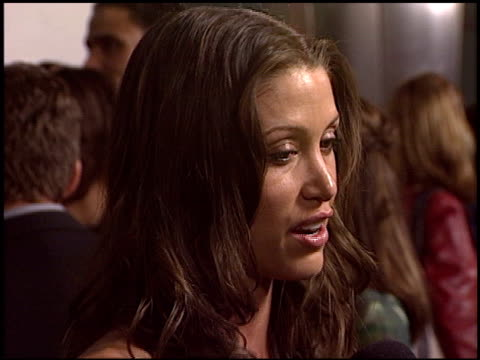 stockvideo's en b-roll-footage met shannon elizabeth at the johnson family vacation at the cinerama dome at arclight cinemas in hollywood california on march 31 2004 - shannon elizabeth
