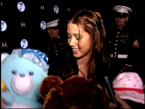 stockvideo's en b-roll-footage met shannon elizabeth at the moto 7 motorola party at american legion in hollywood california on november 3 2005 - shannon elizabeth
