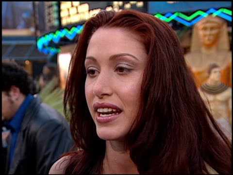 stockvideo's en b-roll-footage met shannon elizabeth at the premiere of 'the mummy' at universal citywalk cinema in universal city california on may 4 1999 - shannon elizabeth