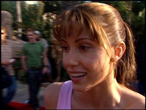 stockvideo's en b-roll-footage met shannon elizabeth at the premiere of 'the mummy returns' at universal amphitheatre in universal city california on april 29 2001 - shannon elizabeth
