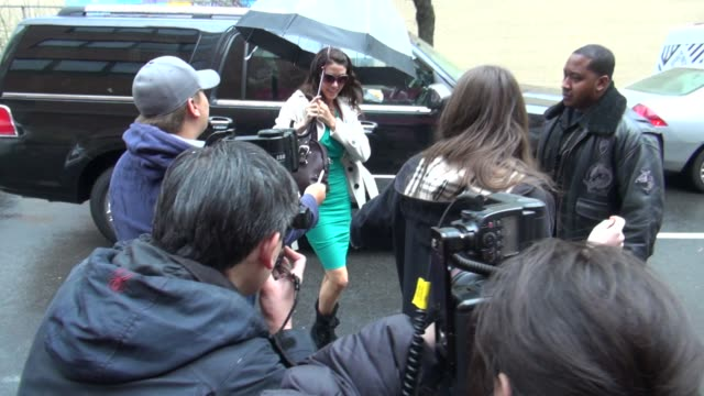 stockvideo's en b-roll-footage met shannon elizabeth at 'the wendy williams show' studio shannon elizabeth at 'the wendy williams show' stu on march 28 2012 in new york new york - shannon elizabeth