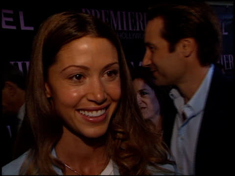 stockvideo's en b-roll-footage met shannon elizabeth at the women in hollywood awards at the four seasons hotel in beverly hills california on october 16 2002 - shannon elizabeth