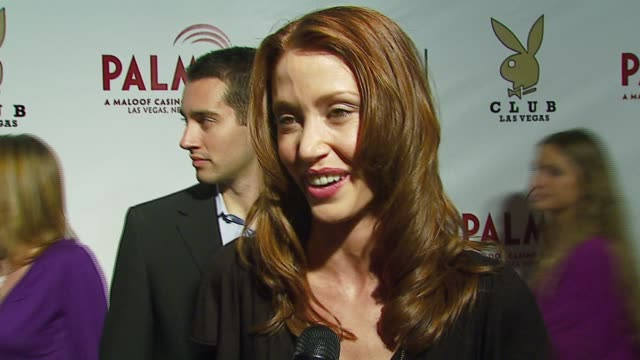 stockvideo's en b-roll-footage met shannon elizabeth on being at the club opening at the the playboy club vip grand opening at the palms hotel and casino at the palms hotel casino in... - shannon elizabeth