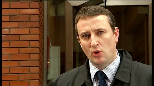 mother freed from prison t04120808 leeds ext detective superintendent andy brennan speaking to press after conviction of karen matthews for the... - 誘拐事件点の映像素材/bロール