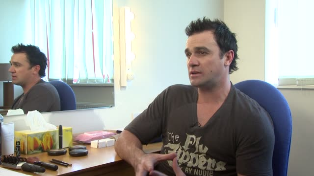 shannon noll on his background growing up on a farm at the jeff wayne's war of the worlds interviews and dress rehearsal at borehamwood england. - ボーハムウッド点の映像素材/bロール