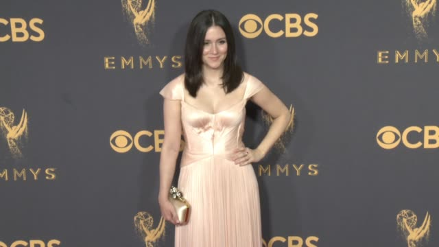 vídeos de stock, filmes e b-roll de shannon woodward at the 69th annual primetime emmy awards at microsoft theater on september 17 2017 in los angeles california - microsoft theater los angeles