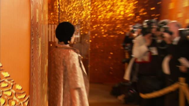 shannyn sossamon moving along the red carpet posing for paparazzi - shannyn sossamon stock videos & royalty-free footage