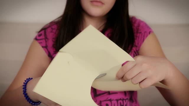 vidéos et rushes de formes à partir de papier - artisanat