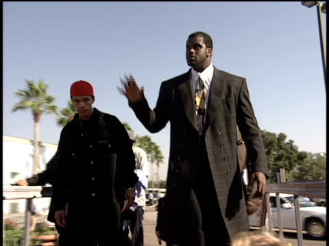 shaquille o'neal arrives to the 1998 video music awards red carpet - 1998 stock-videos und b-roll-filmmaterial