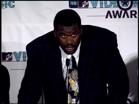 shaquille o'neal at the 1998 mtv video music awards press room at universal amphitheatre in universal city, california on september 10, 1998. - shaquille o'neal stock videos & royalty-free footage