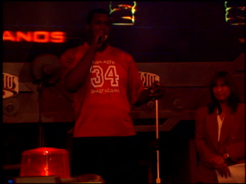 shaquille o'neal at the shaqtacular 3 on september 19, 1998. - ユニバーサルシティ点の映像素材/bロール