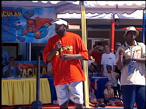 shaquille o'neal at the shaqtacular at universal studios in universal city, california on september 15, 2001. - shaquille o'neal stock videos & royalty-free footage